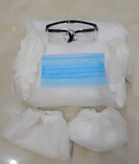 Medical protective clothing set